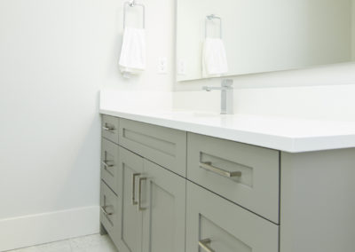 greycabinets_bathroom
